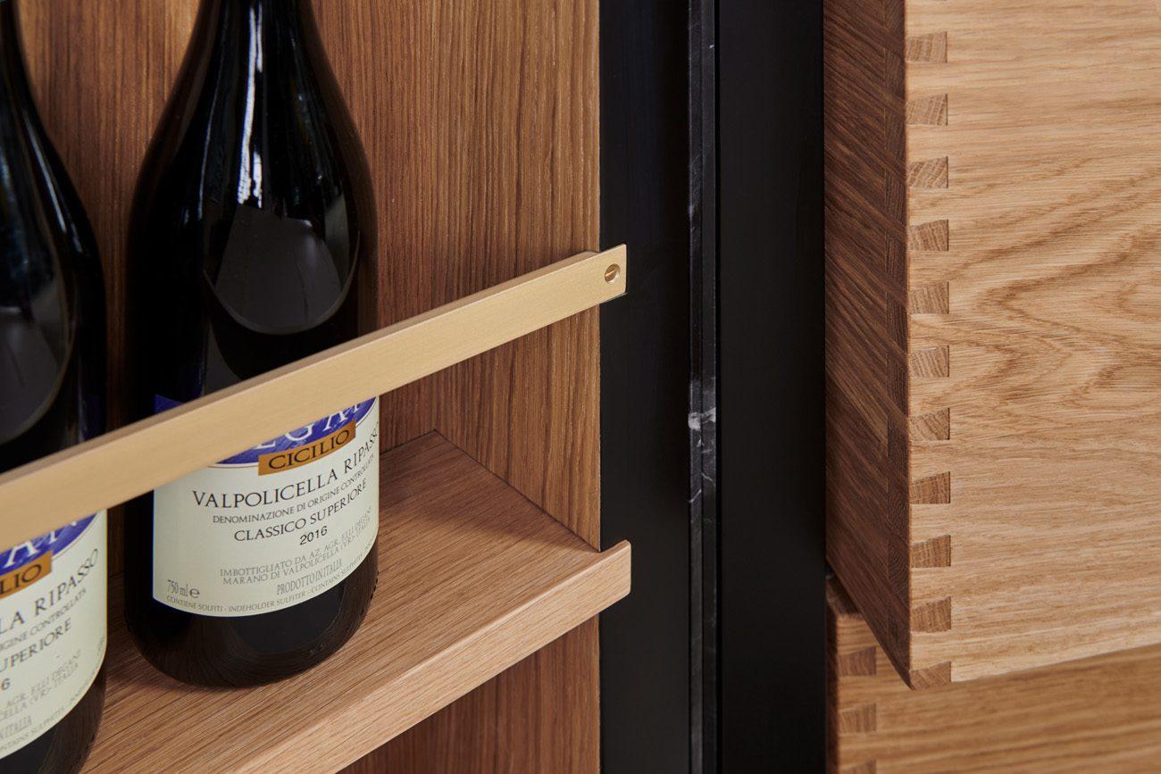 Dettaglio ripiano porta bottiglie
